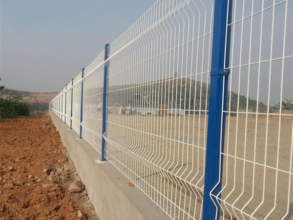 折弯护栏网案例
